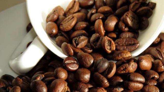 Alzheimer : le café torréfié aiderait-il à prévenir la maladie ?
