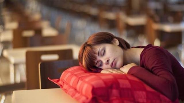 Sommeil : un quart des Français somnolent dans la journée