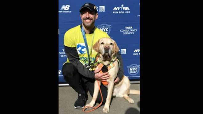 Pour la première fois, un non-voyant court le semi-marathon de New York !