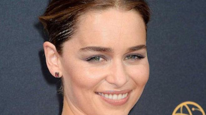 """Emilia Clarke, alias la """"Mère des dragons"""", dans la célèbre série """"Games of Thrones"""""""