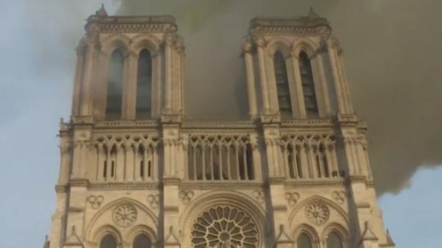 Plomb à Notre-Dame de Paris : un collectif demande le confinement du site