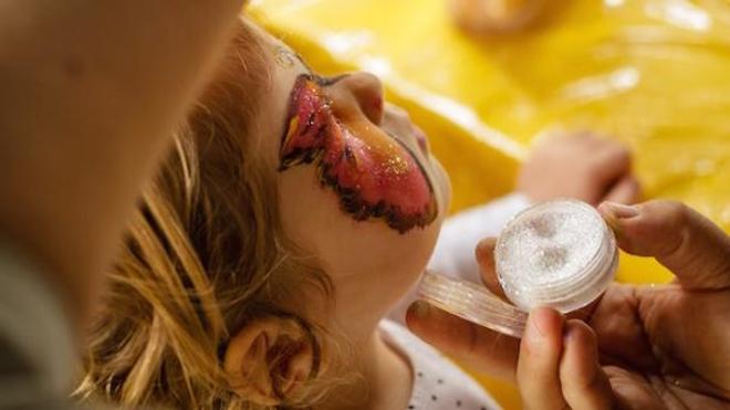 Alerte sur la composition du maquillage pour enfants
