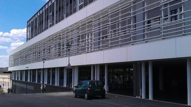Image : un des bâtiments du CHU d'Angers. (cc-by-sa Emeric)