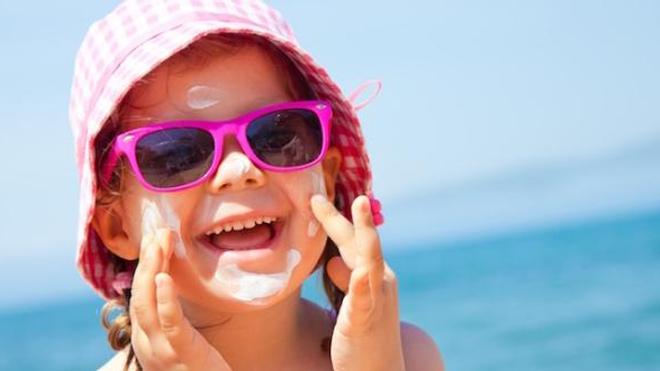 Attention aux crèmes solaires bio qui protègent parfois mal contre le soleil