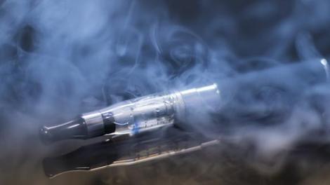 Cigarette électronique : un nouveau type de lésion pulmonaire observé au Canada