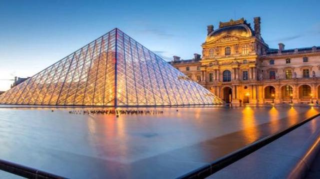 Au Louvre, manifestation contre l'argent des opiacés au musée