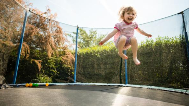 Trampoline : attention aux accidents !