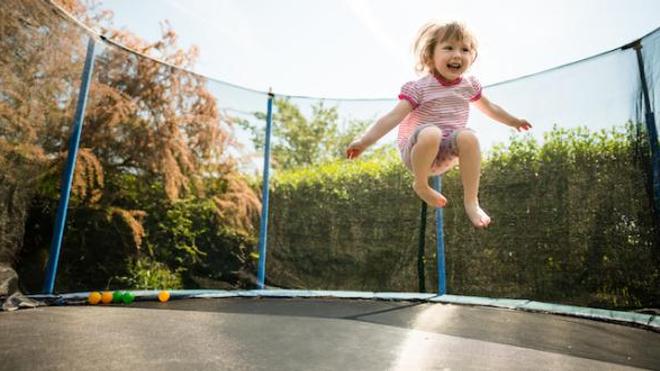 Entorse aux cervicales, fracture à la cheville ou au bras... la pratique du trampoline n'est pas sans risque