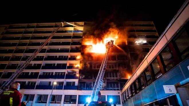 S.Borel©BSPP. Il a fallu deux heures aux pompiers pour éteindre le feu.