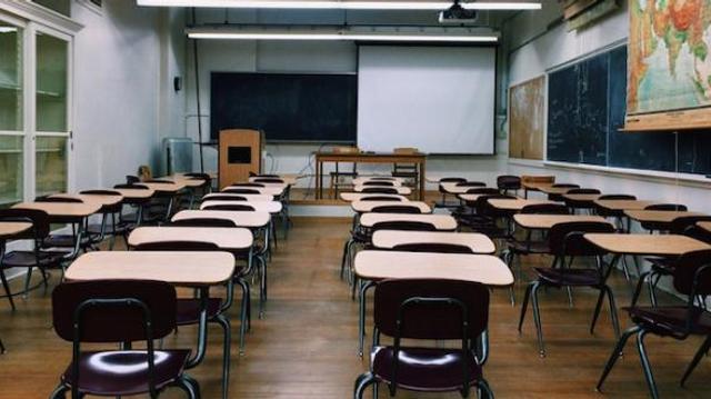 """Amiante à l'école : """"Soit on bloque les cours, soit on met la santé des élèves et la nôtre en danger"""""""