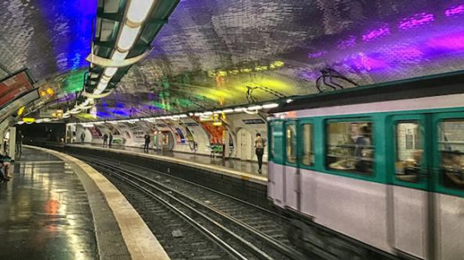Dans le métro parisien, les sans-abris sont souvent des travailleurs pauvres