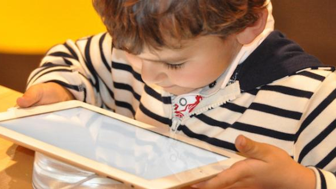 Enfants et écrans : gare à la sédentarité !