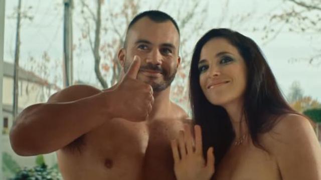 Deux acteurs pornos s'invitent chez un ado pour un spot de prévention