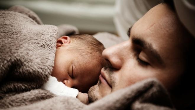 Plus de 60% des 18-24 ans souhaitent un allongement du congé paternité