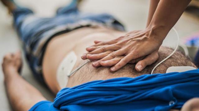 """Arrêts cardiaques : le statut de """"citoyen sauveteur"""" inscrit dans la loi"""