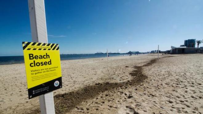 Image d'illustration. Plage fermée en raison de l'épidémie de coronavirus dans la banlieue de Melbourne, Australie.
