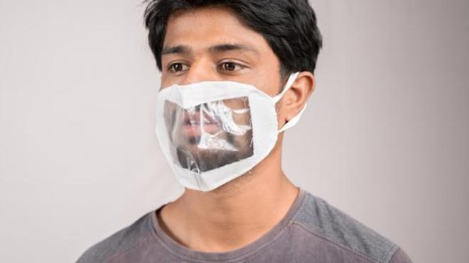 Handicap : le gouvernement souhaite la généralisation des masques transparents