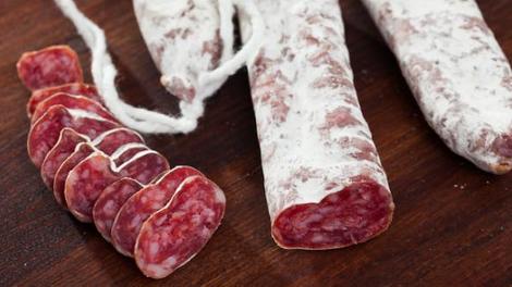 Des saucisses retirées de la vente après 18 cas de salmonellose