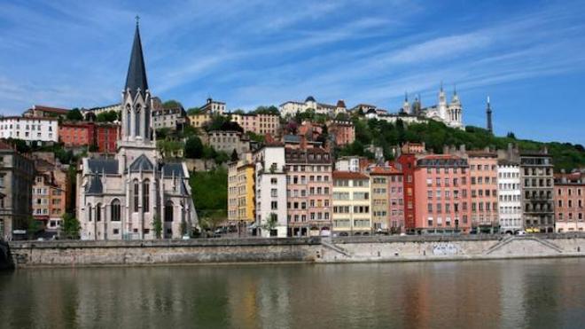 Image d'illustration. A Lyon, la préfecture a jusqu'au 8 septembre pour publier un nouvel arrêté allégeant l'obligation du port du masque en extérieur.