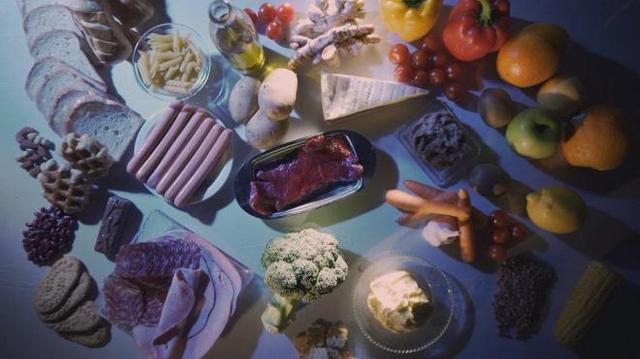 Enquête de Santé : Alimentation, faut-il croire aux régimes anti-cancer ?
