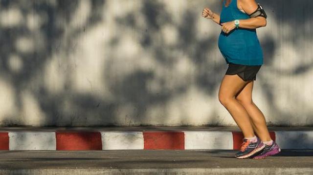 Insolite : enceinte de 9 mois, elle court 1600m en moins de six minutes