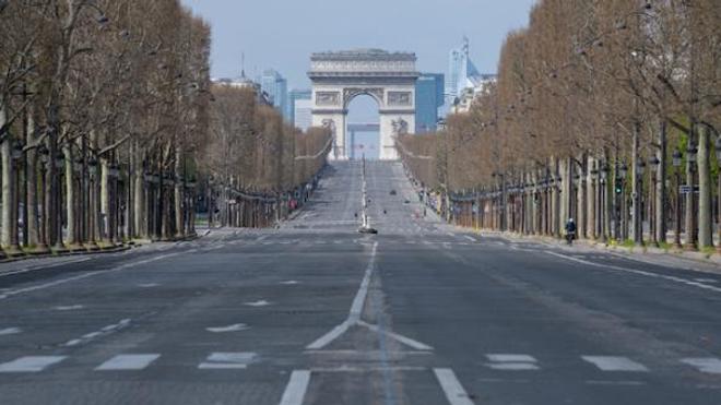 Image d'illustration. Les Champs-Elysées à Paris désertés lors du premier confinement en mars 2020.