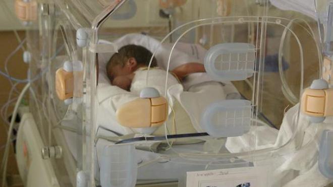 Covid : des enfants prématurés privés de leurs parents