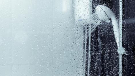 Allergique au froid, un homme frôle la mort en sortant de sa douche