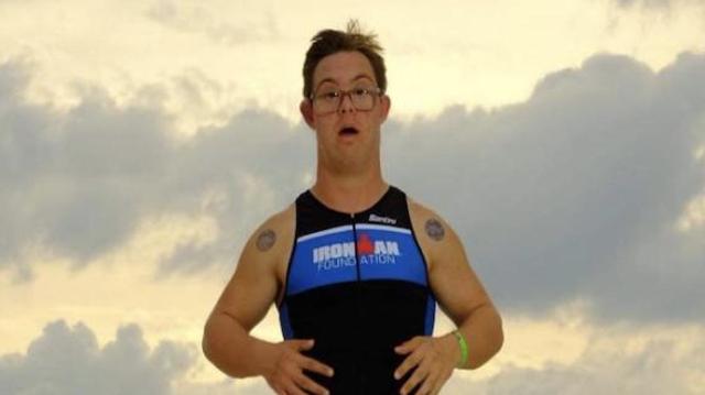#EnfinUneBonneNouvelle : Chris Nikic, premier porteur de la trisomie 21 à finir un Ironman