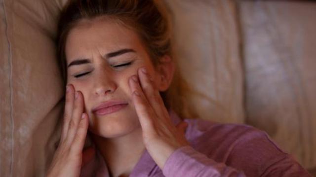 Covid : quand le stress fait grincer des dents