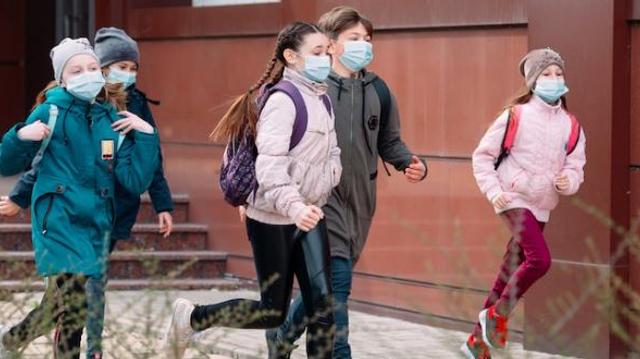 Les enfants moins touchés par le covid, selon une importante étude