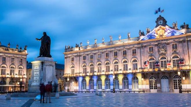 Place Stanislas, à Nancy. Le maire de la ville plaide pour un reconfinement local face au rebond épidémique.