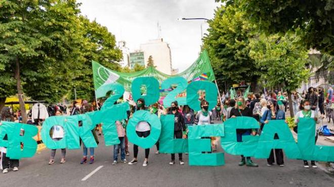 2020 Aborto legal (2020 Avortement légal) : Manifestation à La Plata, province de Buenos Aires, en avril 2020 pour la légalisation de l'avortement.