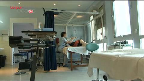 Kinésithérapie au centre de réadaptation de Coubert, en région parisienne