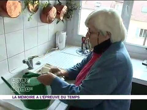 Françoise a très mal vécu son passage à la retraite et sa mémoire s'est rapidement dégradée...