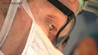 Attention images de chirurgie ! Comment pratique-t-on une réduction mammaire