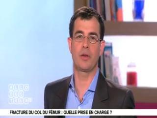 Marina Carrère d'Encausse et Benoît Thevenet expliquent la fracture du col du fémur