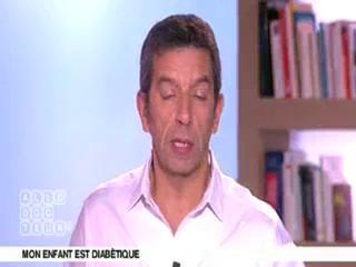 Marina Carrère d'Encausse et Michel Cymes expliquent le diabète juvénile.