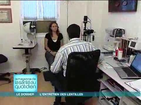 Visite chez le contactologue, le spécialiste des lentilles.