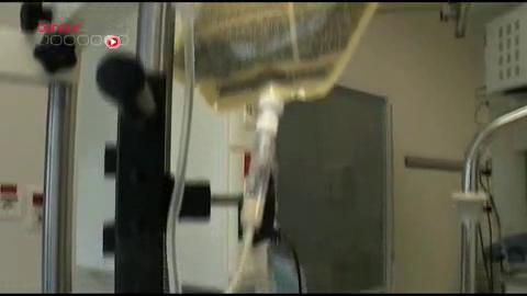 Reportage réalisé le 14 décembre 2009 dans le contexte de l'hospitalisation du chanteur Johnny Hallyday