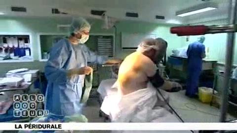 La péridurale est posée avant l'intervention chirurgicale.