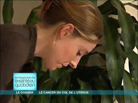 Seul un frottis permet de dépister le cancer du col de l'utérus.
