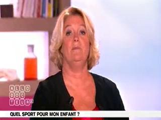 Marina Carrère d'Encausse et Michel Cymes expliquent les effets du sport chez l'enfant.