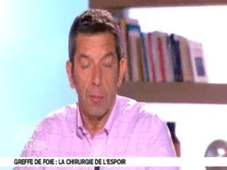 Benoît Thevenet et Michel Cymes expliquent la greffe de foie.