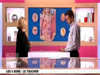 Marina Carrère d'Encausse et Michel Cymes expliquent le toucher.