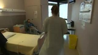 Pour le cancer de la thyroïde, après la chirurgie, le traitement par iode radioactif est la deuxième étape de la thérapie.
