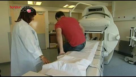 La scintigraphie permet de mesurer l'efficacité du traitement par iode radioactif.