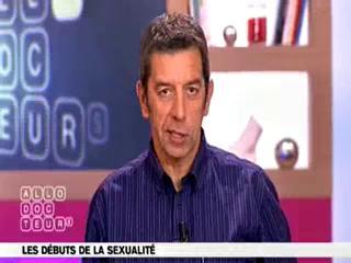 Michel Cymes et Benoît Thevenet expliquent les débuts de la sexualité.