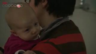La recherche d'une luxation se fait en général dès la naissance ou plus tard, lors des visites médicales. Cela permet donc de détecter rapidement l'affection.