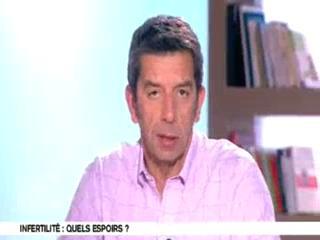 Michel Cymes et Benoît Thevenet expliquent le processus de fécondation.